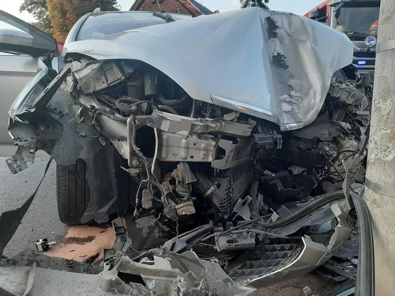 We wtorek na ul. Wałowej w Raszkowie koło Ostrowa Wielkopolskiego doszło do zderzenia dwóch samochodów osobowych. W wypadku zostały ranne cztery osoby,