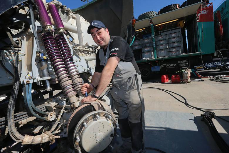 Darek Rodewald jest mechanikiem pokładowym w teamie Gerarda de Rooya. Startują w Rajdzie Dakar w kategorii ciężarówek.