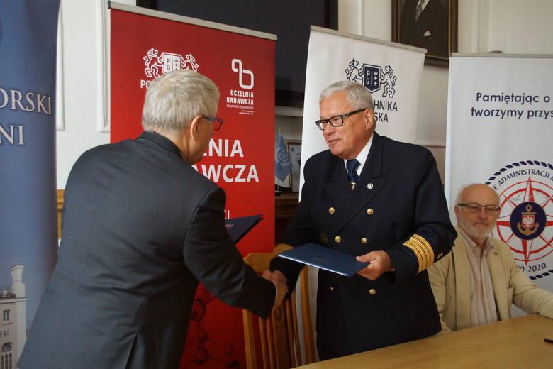 Od lewej: prof. Jerzy Wtorek, dziekan WETI PG, kpt. ż.w. Wiesław Piotrzkowski, dyrektor UMGDY, Andrzej Kajut, główny księgowy, UMGDY
