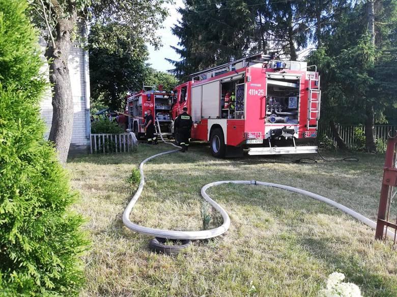 Zgłoszenie o pożarze przyjęto w sobotę o godz. 18. Ogień pojawił się w środku murowanego domu w Brzeźnicy (powiat bielski)