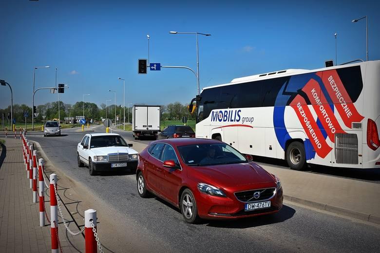 Miesiąc bez świateł na ważnym skrzyżowaniu obwodnicy Wrocławia