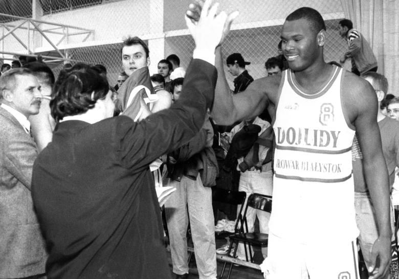 Kiedy przyjechał do Białegostoku miał 25 lat, mierzył 206 cm i od razu stał się ulubieńcem białostockich kibiców koszykarzy Dojlid Białystok. Mowa o
