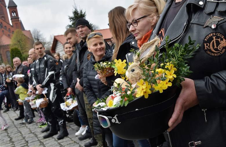 W Wielką Sobotę w kościołach święcono potrawy. Motoświęconkę zorganizowali tradycyjnie członkowie Raiders Club Inowrocław. W samo południe przyjechali