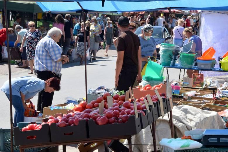 W dzień targowy w Końskich, wtorek 28 lipca ceny podstawowych owoców i warzyw nieco wzrosły - między innymi pomidorów, papryki, cytryn. Są też produkty,