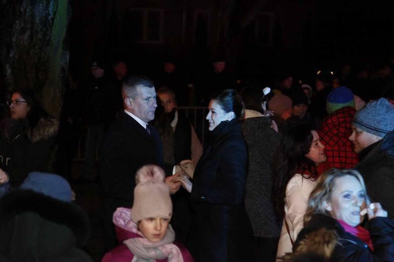 Łapianie tłumnie zjawili się w parku przed Domem Kultury, by wspólnie powitać Nowy Rok. Mieszkańcy bawili się przy przebojach, które serwował im Robert