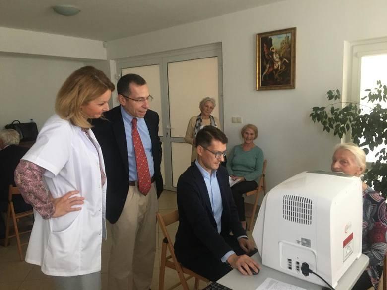 150 chętnych zbadało wzrok za pomocą sztucznej inteligencji. U co trzeciego wykryto choroby oczu