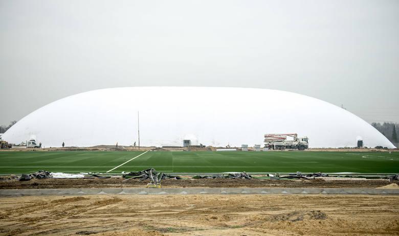 Centrum treningowe Ślęzy Wrocław na Kłokoczycach - dwa sztuczne boiska, jedno pod balonem (ZDJĘCIA)WAŻNE - do kolejnych zdjęć można przejść za pomocą