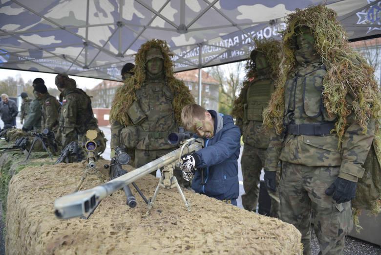"""Głównym wydarzeniem niedzieli w Słupsku  był piknik wojskowe pod hasłem """"Służymy Niepodległej"""", który zorganizowano  w przeddzień Święta Niepodległości."""