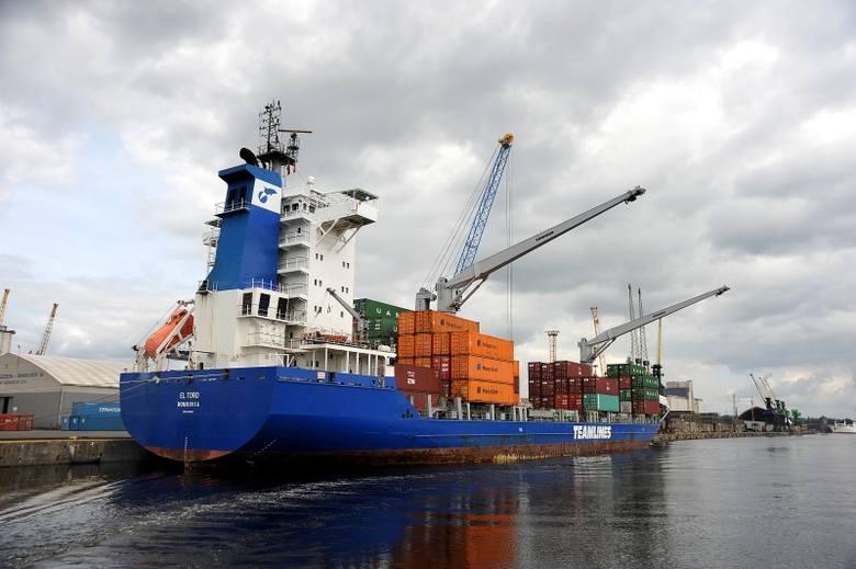 Tylko firmy przeładunkowe portu osiągnęły w minionym roku 240 mln zł przychodów dając pracę blisko 4 tysiącom ludzi.