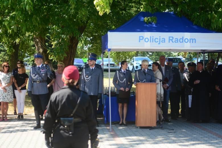 Święto  policji w Radomiu. Posadzony dąb, odsłonięta tablica, awanse, podziękowania i ikona z okazji 100 - lecia policji