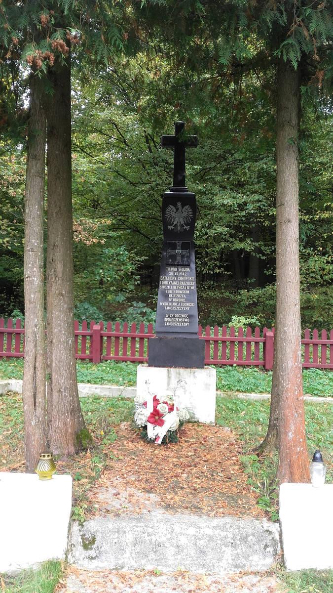 Mieszkańcy Zamojszczyzny pamiętają o swojej historii. Pomnik upamiętniający partyzancką bitwę znajduje się w Wojdzie.