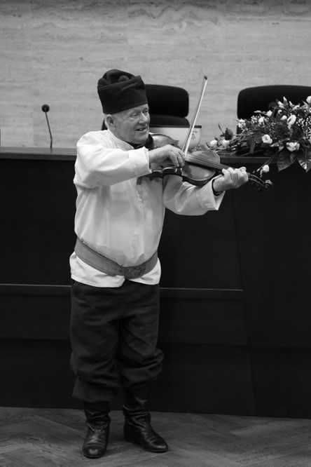 Władysław Pogoda skrzypek ludowyJedna z największych osobowości polskiego folkloru. Już od najmłodszych lat grał na skrzypcach. Ta umiejętność pozwoliła