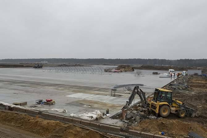 Port lotniczy w Szymanach powstaje w miejscu dawnego lotniska wojskowego. Do końca II wojny światowej korzystało z niego lotnictwo niemieckie, a potem polskie lotnictwo wojskowe. Od 1996 roku służyło potrzebom lotnictwa cywilnego.