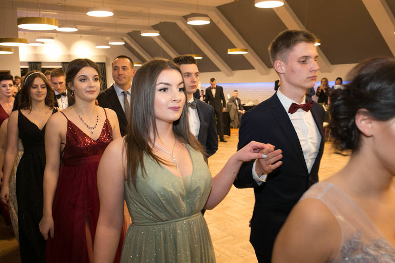 Studniówka 2020. ZS Prószków. Maturzyści z Zespołu Szkół w Prószkowie bawili się na balu w Chrząszczycach