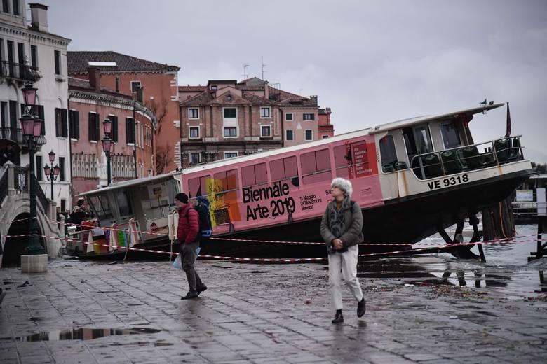 Wenecja znów pod wodą. Sytuacja jest dramatyczna, ofiary śmiertelne [ZDJĘCIA] Burmistrz: Ta powódź pozostawi trwały ślad [WIDEO]