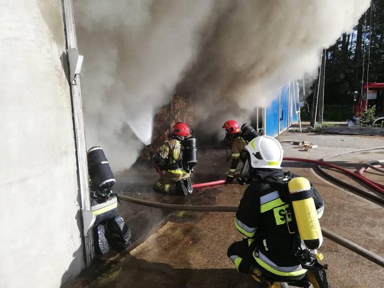 Pożar w miejscowości Kołacz koło Połczyna Zdrój doszło do pożaru suszarni drzewa. Do działań skierowano jednostki: OSP Kołacz. OSP Połczyn Zdrój, OSP