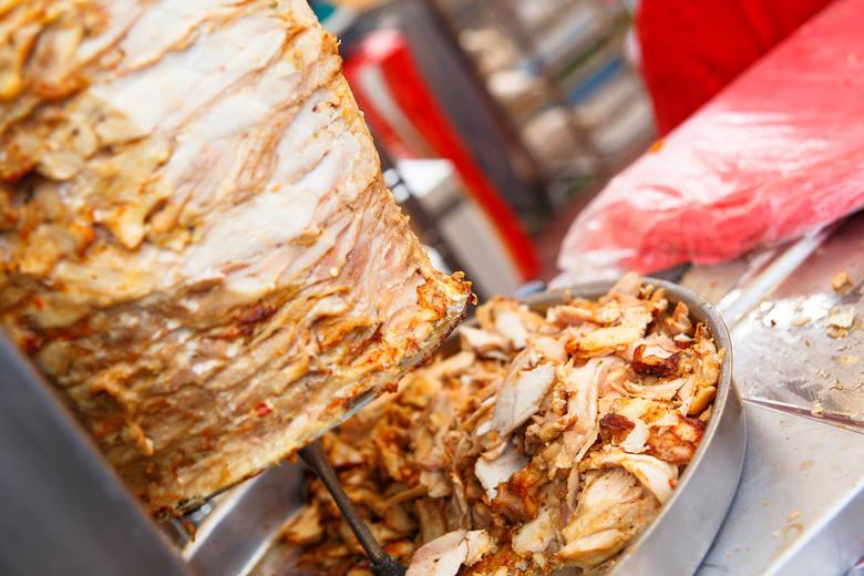 KebabIle porcji kebaba kupisz za 100 zł w różnych miejscach?Turcja: 11Bułgaria: 11Grecja: 7Bałtyk: 7Chorwacja: 5 Najmniej przyjdzie zapłacić ci w Turcji,
