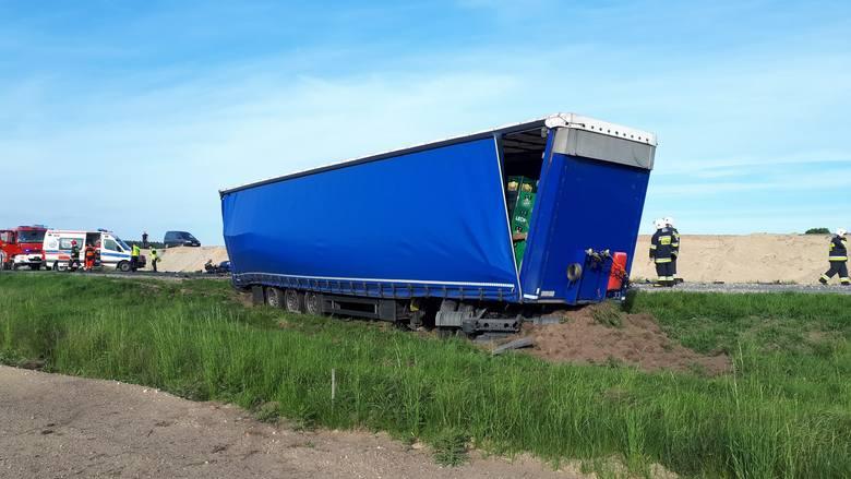 Tragiczny wypadek na krajowej 5 w Wąsoszu w powiecie nakielskim. Ciężarówka zderzyła się z autem osobowym. Jedna osoba nie żyje.Do śmiertelnego wypadku