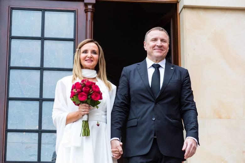 18 lipca 2020ślub Jacka Kurskiego18 lipca Jacek Kurski wziął swój drugi ślub kościelny z dziennikarką Joanną Klimek. Ceremonia odbyła się na terenie