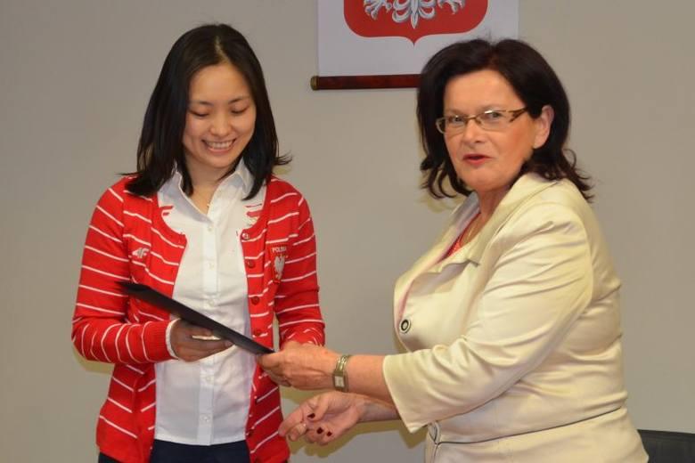 """Li Qian była gościem marszałek Marii Kurowskiej, która gratulowała """"Małej"""" medalu mistrzostw świata."""