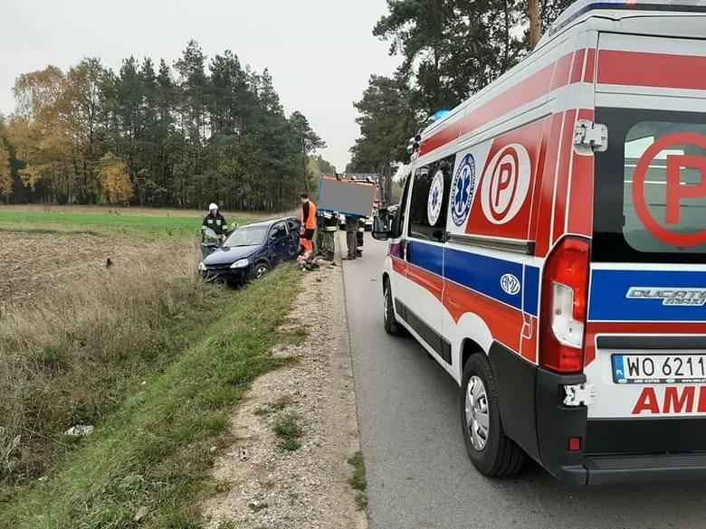 Drążdżewo. Samochód osobowy wypadł z drogi i dachował, 19.10.2019