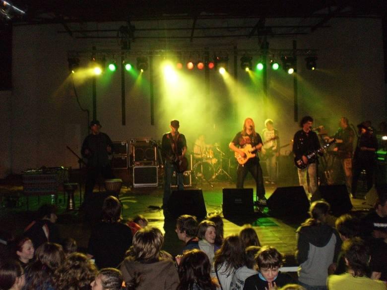 Reggae Majówka 2010 w amfiteatrze w Oleśnie. Na scenie  Izrael.