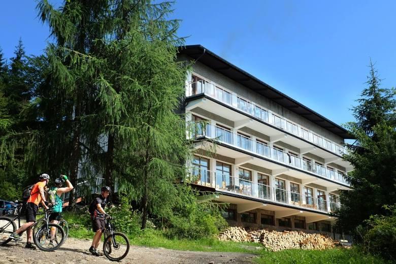W Beskidach ruch turystyczny powoli wraca do normy, ale o wakacyjnym wypoczynku jeszcze mało kto myśli