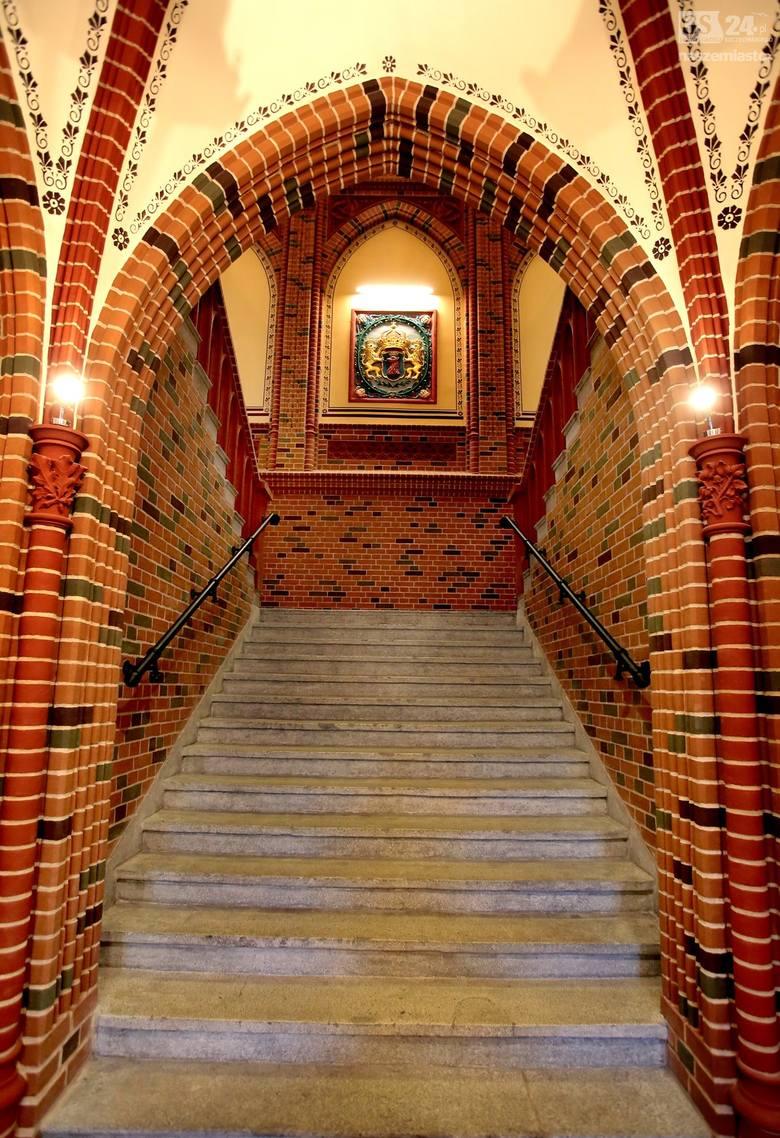 Przez kilkanaście lat pracowano nad przywróceniem dawnego wyglądu budynku. Wszystkie prace były wykonywane pod okiem konserwatora zabytków. <br />