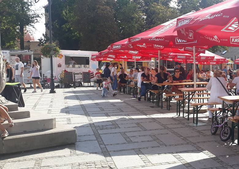 Przed nami Street Food Festiwal w Szydłowcu. Już od 11 do 13 czerwca na Rynku Wielkim w Szydłowcu zaparkują najlepsze food trucki z kuchnią z różnych