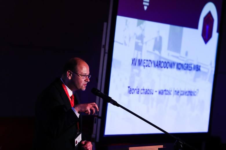 Jak wyjść z pudełka? Kongres MBA w Krakowie: cały online! Potrzeba nowych pomysłów na biznes, bo świat jaki znamy, doszedł do granic