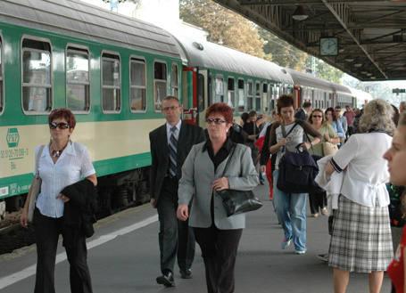 Ostatnim pociągiem, który został odprawiony z Dworca Fabrycznego przed jego zamknięciem był skład do Koluszek o godz. 22.40. Stukot kół, konduktorski