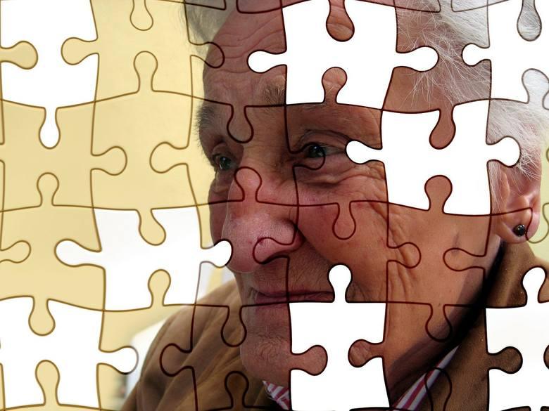 Objawy choroby Parkinsona. Na co zwrócić uwagę?