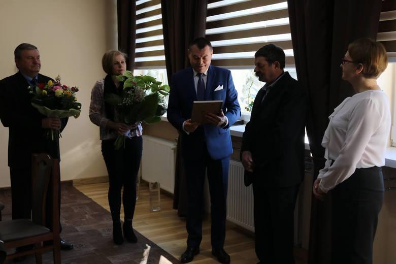 W gminie Rzeczniów pożegnano sekretarza gminy Janusza Włodarskiego. Pracował tam 40 lat. Nowa sekretarz gminy to Justyna Niedziela - Gawlik