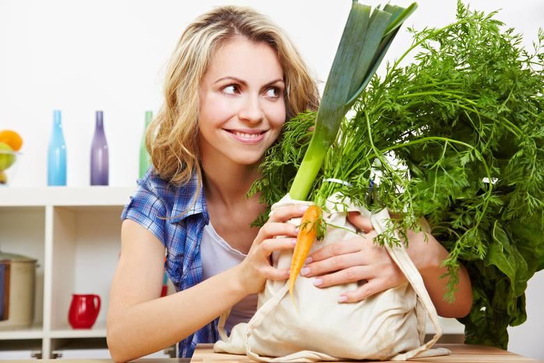 Wybieraj ekologiczną żywnośćLudzie nie ufają certyfikatom, często twierdzą, że producenci nadużywają ich, że system kontroli nie jest szczelny. Warto