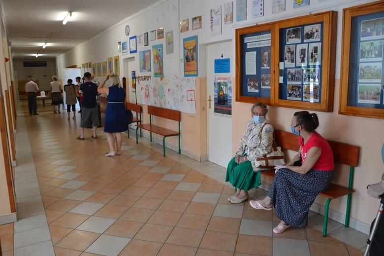 Stalowa Wola. Zakończyło się głosowanie na prezydenta, spore kolejki, reżim sanitarny