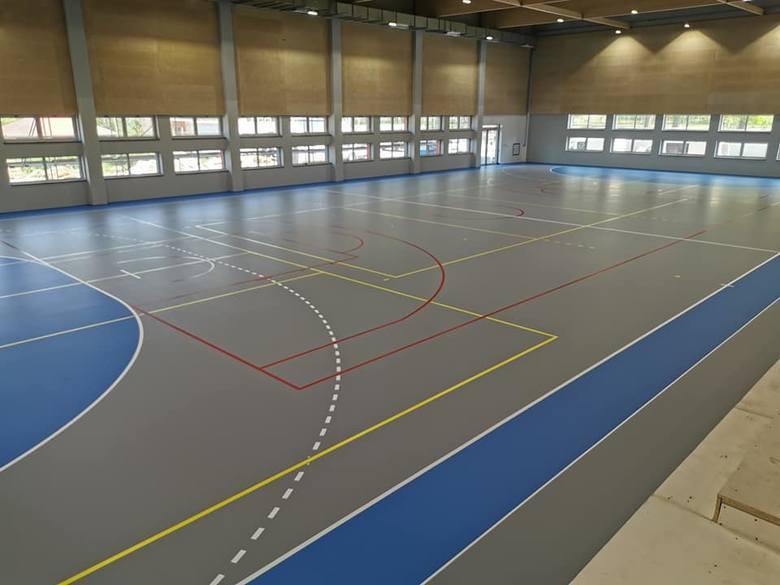 Hala sportowa w Gryfinie - ostatnie tygodnie prac i pierwsze treningi w obiekcie.