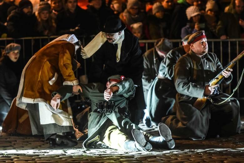 Inscenizacja walk powstańczych na Starym Rynku