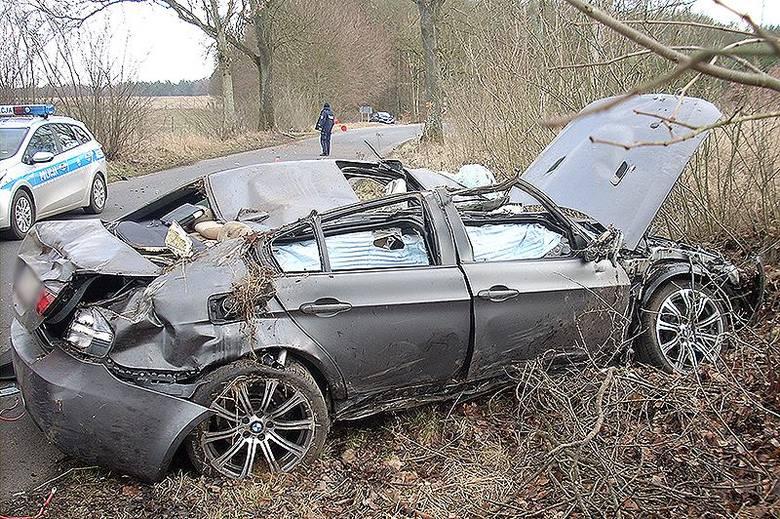 28-letni Litwin rozbił się kradzionym BMW [zdjęcia]