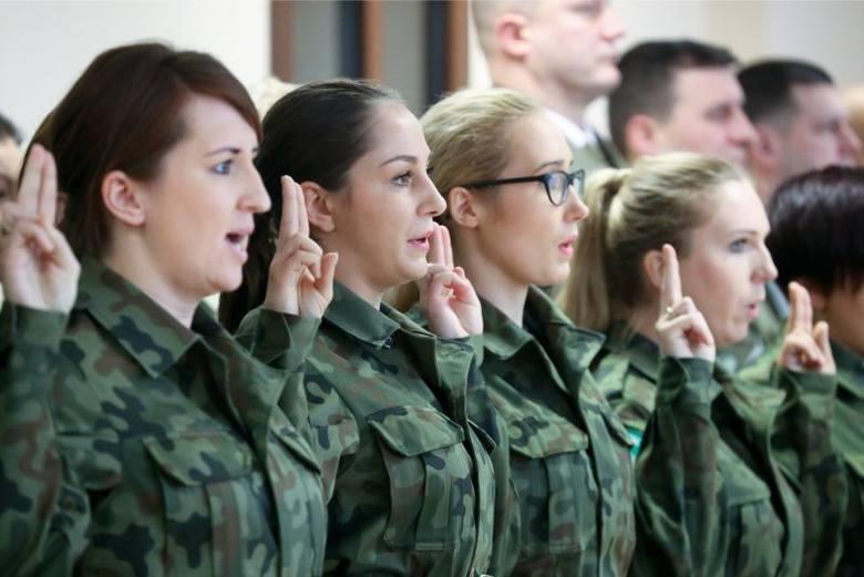 Cała grupa nowo przyjętych funkcjonariuszy - trzynaście funkcjonariuszek i czternastu funkcjonariuszy, 9 lutego br. wyjedzie do jednego z ośrodków szkolenia