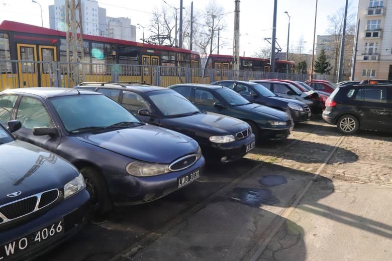 Osiem używanych aut sprzedał Urząd Miasta Łodzi na kolejnym już przetargu.CENY AUT - KLIKNIJ DALEJ
