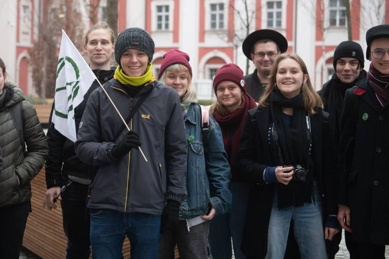 Członkowie ruchu Extinction Rebellion Poznań od marca 2020 zabiegali o organizację panelu dedykowanemu przeciwdziałaniu zmianom klimatu w Poznaniu.
