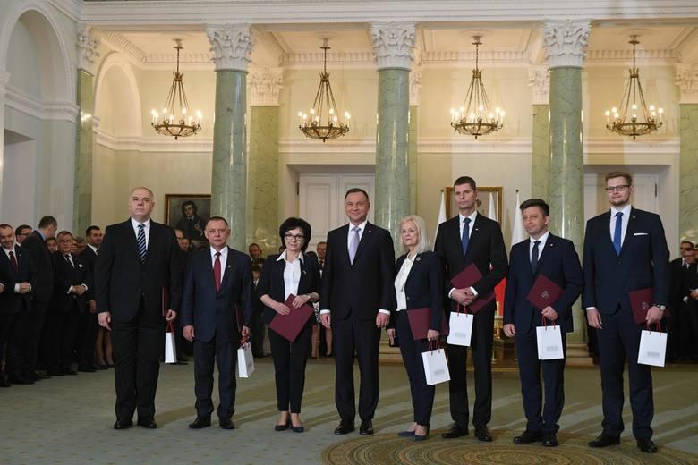 Rekonstrukcja rządu 2019: Prezydent powołał nowych ministrów [NAZWISKA] Do rządu dołączyli m.in. Marian Banaś, Michał Woś i Jacek Sasin