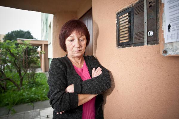 - Z popsutym domofonem i wiecznie otwartymi drzwiami borykamy się już od czterech miesięcy - mówi Helena Nowakowska.