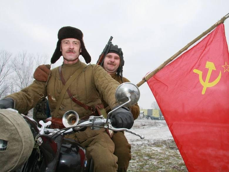 W postaci radzieckich żołnierzy wcielili się m.in. Mirosław Pluciński z Międzyrzecza i (z lewej) i Czesław Pirzecki ze Ściechowa pod Gorzowem Wlkp.