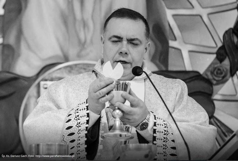 Ksiądz Dariusz Gach. Żył 40 lat. Był kapłanem Archidiecezji Częstochowskiej, proboszczem parafii w Myszkowie. Pochodził ze Starachowic, gdzie przez wiele