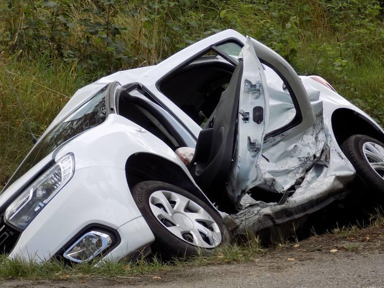 Do groźnego wypadku doszło na skrzyżowaniu z drogą wojewódzką 993 w Woli Cieklińskiej. W zdarzeniu ucierpiały dwie osoby, które zostały przewiezione
