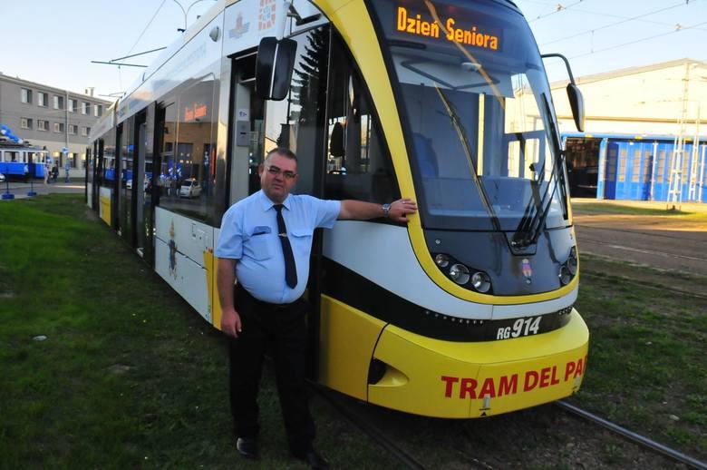 9. Kierowcy autobusów i tramwajów miejskich, motorniczy, kolejarze – nie są tak bardzo narażeni na kontakt z koronawirusem, jak liderzy naszego zestawienia,