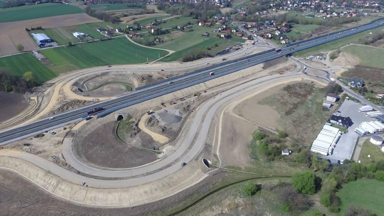 Budowa zjazdu z autostrady w Podłężu skończy się za dwa miesiące., ale obwodnica Podłęża powstanie najwcześniej do grudnia 2021 roku