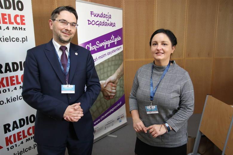 Robert Frey - organizator wydarzenia z ramienia Uniwersytetu Jana Kochanowskiego w Kielcach i Magdalena Pawlik - Paciorek - wiceprezes Fundacji DOGa