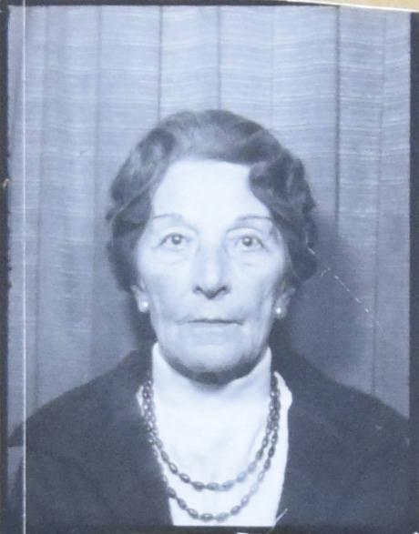 Po wojnie Jadwiga Pakulska zastała w Wielkiej Brytanii, wyszła za mąż za kapitana lotnika Piechurę.<br />